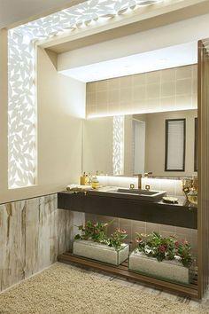 Si queremos decorar baños pequeños modernos y funcionales, es recomendable tener una serie de consejos en cuenta. Hay dos principios que son totalmente básicos. Por un lado, nada de abarrotar el espacio con muchísimos muebles y elementos de decoración; el espacio debe quedar limpio. Y, por otro...