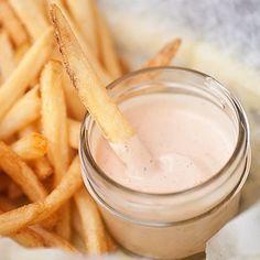 Ξεχάστε ό,τι ξέρατε: Αυτή είναι η καλύτερη sauce για τηγανητές πατάτες, ever!