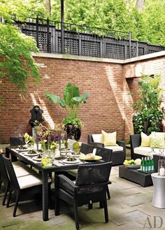We find beautiful al fresco table settings to inspire your outdoor decor for the post-winter weather