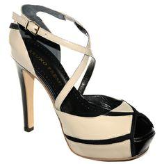 #Decollete spuntata con cinturino a X in vernice ghiaccio rifinita in nero di #BrunoPremi  http://www.tentazioneshop.it/scarpe-bruno-premi/sandalo-x2003x-avorio-bruno-premi.html