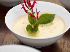 Aioli mit Chili ist ein Rezept mit frischen Zutaten aus der Kategorie Dips. Probieren Sie dieses und weitere Rezepte von EAT SMARTER!