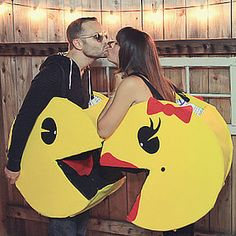 Couples Halloween costumes are all about the cute, creative, and clever ideas that perfectly represent you and your partner. Unique costumes are as fun to put Costume Halloween, Couples Halloween, Fete Halloween, Homemade Halloween Costumes, Cool Halloween Costumes, Holidays Halloween, Diy Costumes, Halloween Decorations, Costume Ideas