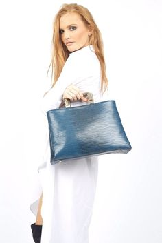 The Sonia Navy Handbag is a classy accessory to finalize any outfit perfectly!