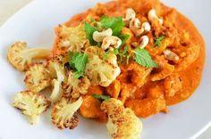 Indisk kylling med ristet blomkål, er blevet en klar favorit herhjemme. Det har virkelig meget smag, og er simpelthen så lækkert.