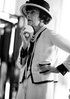 """A NEW book of Coco Chanel pictures – taken over just three weeks in 1962 by photographer Douglas Kirkland – shows a new side to the formidable and brilliant """"Mademoiselle"""". Kirkland, who spent 21 days with Chanel in her apartment in the Ritz, at the studi Citation Coco Chanel, Coco Chanel Quotes, Estilo Coco Chanel, Coco Chanel Fashion, Coco Chanel Style, Paris Fashion, Street Fashion, Citations Chanel, Marca Chanel"""