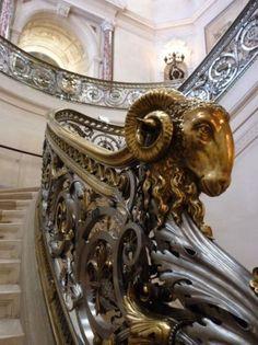 AstroSpirit / Aries ♈ / Fire / Ram / Belier  / Château de Chantilly - Rampe d'escalier avec tête de bélier - Christian Fischer