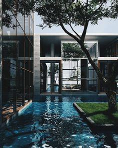 Incredible house and pool! Bhuyan Bari is designed by Shatotto. Rafiq Azam - Architecture and Home Decor - Bedroom - Bathroom - Kitchen And Living Room Interior Design Decorating Ideas - Design Patio, Design Exterior, Dream Home Design, Modern House Design, Dream House Exterior, Cool Ideas, House Goals, Decor Interior Design, Room Interior