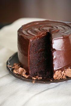 Gluten free chocolate cake with creamy ganache Sweet Recipes, Cake Recipes, Dessert Recipes, Chocolate Recipes, Bolo Chocolate, Chocolate Ganache, Let Them Eat Cake, Love Food, Cupcake Cakes