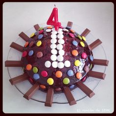 Trata chocolate, kit kat y lacasitos para el cumpleaños de mi brujilla