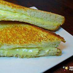 평범한 재료!! 맛있고 간단한 샐러드소스 '흑임자드레싱 만들기' Easy Cooking, Sandwiches, Toast, Yummy Food, Recipes, Roll Up Sandwiches, Delicious Food, Food Recipes, Rezepte