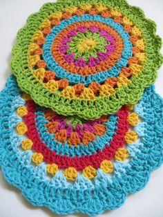 2 mandalas al crochet de TheMagicCorner en Etsy https://www.etsy.com/es/listing/180678247/2-mandalas-al-crochet