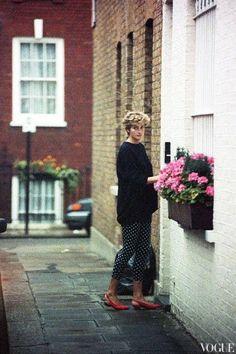 Princess Diana in three quarter length polka dot black leggings, black sweater. Princess Diana Fashion, Princess Diana Family, Princess Of Wales, Real Princess, Lady Diana Spencer, Pippa Middleton, Princesa Elizabeth, Prinz William, Estilo Real