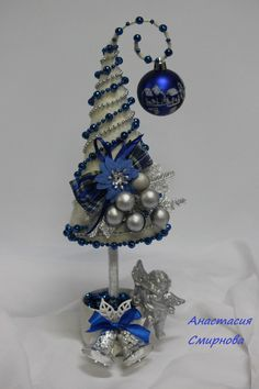 Christmas Crafts by penny Cone Christmas Trees, Christmas Tree Crafts, Noel Christmas, Xmas Ornaments, Xmas Tree, Christmas Projects, Christmas Wreaths, Creation Deco, Theme Noel