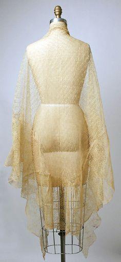 Shawl Date: century Culture: Philippine Medium: piña cloth, silk Vintage Vogue, Vintage Ladies, Vintage Fashion, Vintage Style, Filipino Fashion, Philippine Fashion, Vintage Dresses, Vintage Outfits, Vintage Clothing