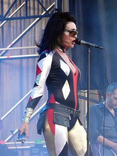 Siouxsie live OMG I WOULD DIE! LOVE HER!