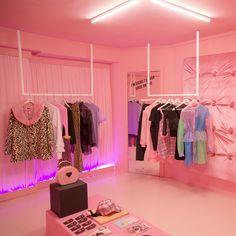 Aesthetic Stores, Aesthetic Room Decor, Boutique Interior Design, Boutique Decor, Room Ideas Bedroom, Bedroom Decor, Clothing Store Interior, Beauty Room Decor, Store Interiors