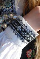 Heidis kreative sider: Bunadsbroderi - Svartsøm Scandinavian Embroidery, Folk Embroidery, Norway, Head Pieces, Aprons, Moroccan, Folk Art, Stitches, Knot
