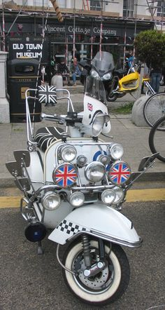 Great British seaside tradition, Mods and scotters (taken at Margate Meltdown) Mod Scooter, Scooter Motorcycle, Motor Scooters, Vespa Scooters, Mod Mod, British Seaside, Kent England, Vespa Lambretta, Ex Machina