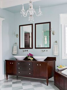 Crystal Chandelier -Crystal Sconces In this luxurious bathroom, a crystal chandelier takes center stage, adding glamour and sparkle to the traditional decor.