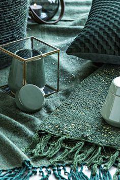 Mystic / Cosmopolitan Living / Emerald Green / Textiles / Cushion / Loft / Interior / Decoration / Funiture / Dôme Deco