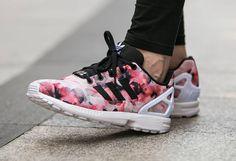 Découvrez Adidas ZX Flux Pink Flowers, une running pour femme et enfant couverte par un imprimé de fleurs d'hibiscus roses (automne 2015).