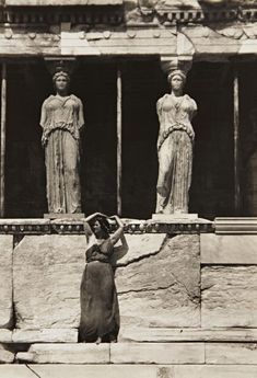 drrestless: Isadora Duncan strived to represent the Glory that was Classical Greece in her dance seen here at the Parthenon, Athens, 1920 by Edward Steichen Edward Steichen, Isadora Duncan, Vintage Photography, Art Photography, Greece Photography, Lawrence Alma Tadema, Modern Dance, Ancient Greece, Old Photos