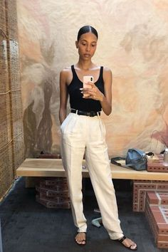 Jun 2019 - woman outfit of inspire _ white pants - DIMANCHE Black Women Fashion, Look Fashion, Fashion Outfits, Womens Fashion, Feminine Fashion, White Pants Outfit, Sweater Dress Outfit, Spring Summer Fashion, Spring Outfits