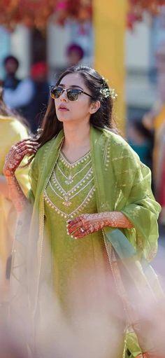 Simple Pakistani Dresses, Pakistani Wedding Outfits, Indian Gowns Dresses, Indian Fashion Dresses, Indian Designer Outfits, Indian Outfits, Dress Neck Designs, Stylish Dress Designs, Stylish Dresses