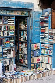 Book shop in Essaouira, Morocco. Essaouira is a city in the western Moroccan economic region of Marrakech-Tensift-Al Haouz, on the Atlantic coast. Photo by Rolandito. I Love Books, Books To Read, My Books, Home Libraries, Library Books, Library Ladder, Book Nooks, Book Nerd, Temples