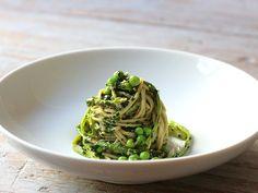 Kale Chickpea Pesto on Green Tea Soba with Asparagus and Peas