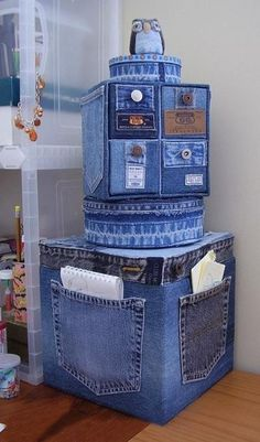 Old Jeans DIY Reuse Ideas - MB Desire DIY and Crafts. Really interesting and original idea, could make a storage solution a bit more personal and eye-catching. Good idea - Jeans or Anything to recover random, cheaper storage boxes/cubes Old Jeans DIY Reus Diy Jeans, Jean Crafts, Denim Crafts, Denim Furniture, Furniture Ideas, Jean Diy, Denim Ideas, Denim Bag, Recycled Crafts