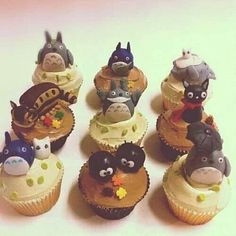 Totoro cupcakes. Want for my baby shower!! Assuming I have kids.