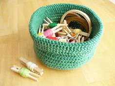 How to crochet a basket: Includes link to a blog about increasing stitches for making circles and written instructions on building up the sides of the basket.