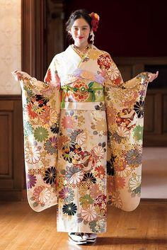 振袖コレクション白系OE-1153 | 振袖レンタル・販売オンディーヌ 公式サイト Traditional Kimono, Traditional Fashion, Traditional Dresses, Japanese Geisha, Japanese Beauty, Japanese Kimono, Furisode Kimono, Kimono Dress, Japanese Outfits