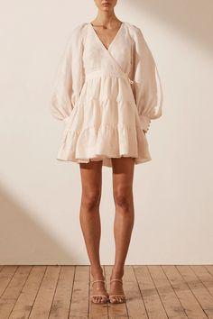 White Linen Dresses, Linen Summer Dresses, Style Personnel, Wrap Around Dress, Style Classique, White Mini Dress, Tiered Dress, The Dress, Wrap Dress Outfit