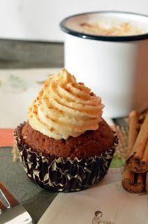 Gefüllte Honig-Zimt-Cupcakes mit Quitten-Marzipan-Sahne