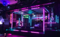 capturing a cyberpunk, neon-noir look, clickspring design transformed a gritty club into a futuristic world for comic con's annual kickoff event Neon Bleu, Neon Noir, Neon Lighting, Lighting Design, Event Lighting, Led Neon, Concert Stage Design, Neon Licht, Nightclub Design