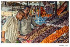 Marrakech XX - Vendedores de frutas secas.   flic.kr/p/oFQHZr  #Marrakech #Morocco #Travel #Photography