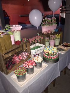 Love a candy Buffet Display so easy jars, a vase, and beautiful glass bowls and your done. Or even placed on your dessert buffet. Candy Table, Candy Buffet, Bar A Bonbon, Candy Bar Wedding, Sweet Trees, Sweet Bar, Dessert Buffet, Wedding Catering, Baby Shower