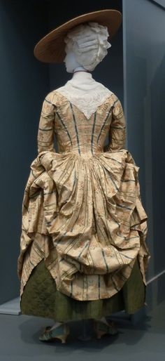 Robe à la Polonaise, France, c. 1775, plain-woven silk with supplementary warp- and weft-float patterning. M.70.85 ,  Los Angeles County Museum of Art.