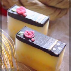 お正月用の椿石鹸