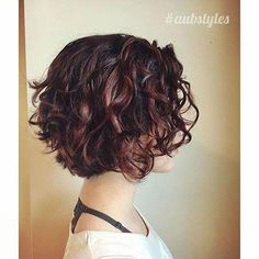 Hairstyle 20 Chic Short Curly Hairstyles for Women Curly Bob Curto Morena Short Curly Hairstyles For Women, Haircuts For Wavy Hair, Layered Bob Hairstyles, Curly Hair Cuts, Long Curly Hair, Hairstyles Haircuts, Short Hair Cuts, Curly Hair Styles, Curly Short