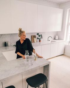 - Hildegunn Taipale - ad // Yess I am in love with our new kitchen! 😍😍 & so so happy we chose our marble from , . Open Plan Kitchen Living Room, Kitchen Room Design, Kitchen Dinning, Modern Kitchen Design, Interior Design Kitchen, New Kitchen, Kitchen Decor, Marble Floor Kitchen, Home Kitchens