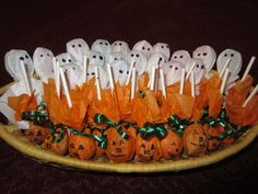 Fun Halloween treats from tootsie pops! Hallowen Food , Fun Halloween treats from tootsie pops! Fun Halloween treats from tootsie pops! Hallowen Party, Halloween Treats For Kids, Halloween Goodies, Halloween Party Decor, Holidays Halloween, Spooky Halloween, Spooky Treats, Diy Halloween Gifts, Halloween Goodie Bags