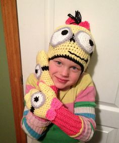 Free Crochet Connection: MINION HAT AND MITTENS SET