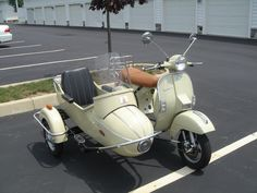 I love the look of this aviation-like side car.