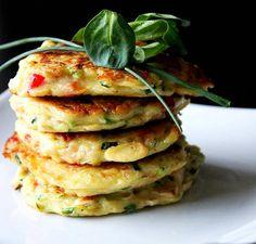 Cukkinis minipalacsinta Recept képpel - Mindmegette.hu - Receptek Waffles, Pancakes, Salmon Burgers, Food And Drink, Breakfast, Ethnic Recipes, Spagetti, Diet, Morning Coffee
