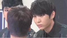 The way Leo pays attention to N speaking...---He does look you dead on like that. He's extremely observant.
