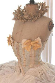 ❤︎   mannequin with tutu