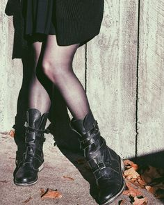 Do you ever feel a tinge of self doubt when it comes to embracing your dark edgy style? You love gru Edgy Outfits, Grunge Outfits, Outfits For Teens, Cool Outfits, Summer Outfits, Elle Fashion, Spring Fashion, Fashion Hats, Fashion Outfits